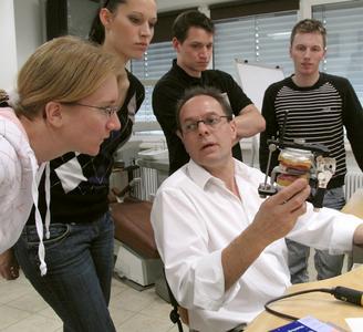 In den Heraeus Academies verraten renommierte Referenten ihre Kniffe im Umgang mit modernen Techniken und Materialien.