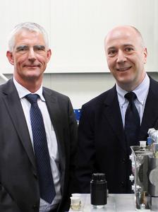 Left: Henning Willig, Managing Director of Maximator GmbH/Right: Jon Butler, Managing Director of Cinpres Gas Injection Ltd.
