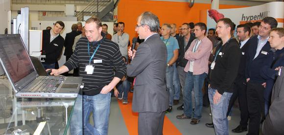 Liveprogrammierung während des Technologie Workshops in Ipsach (Bildquelle: OPEN MIND)
