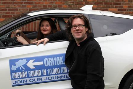 Alex Kahl und Angie Isaak mit dem Honda CR-Z