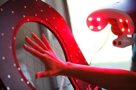 Mittels portablem 3D Scanner wurden jeweils 48 Längen- und Umfangsmaße einer Hand präzise erfasst und ausgewertet / ©Hohenstein Institute