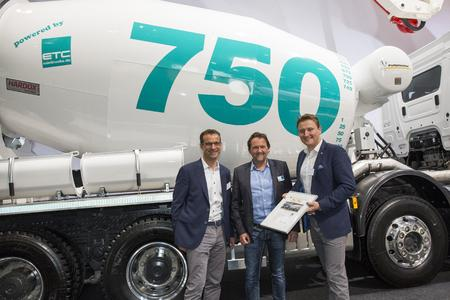 Mixer no. 750 was on display at bauma in Munich. ETC managing director Mr. Jung together with Mr. Ruppel (Managing director Intermix GmbH) and Mister Schmidt (Head of sales  Intermix GmbH) officially handing over the truck mixer.