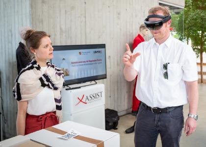 Bei Ubimax in Bremen konnten die Teilnehmer am Tag der Logistik 2018 neueste Technologien kennenlernen und selber ausprobieren. FOTO: BVL/Meier