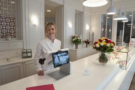 Elisabeth Biscarrat, the 2011 winner of TF1's Masterchef TV programme, has chosen AURES for her new Macaron shop in Strasbourg