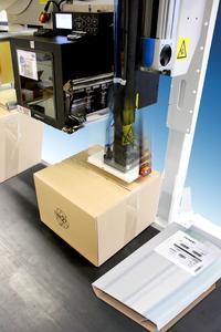 Legi-Air Parcelline HS: Bedruckt Etiketten und appliziert sie im Sekundentakt auf unterschiedlich hohe Kartons im Durchlauf / Foto - Bluhm Systeme