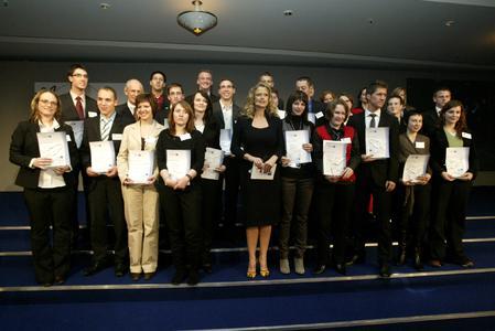 Die 27 Auszubildenden aus Hessen, die bei der Nationalen Bestenehrung ausgezeichnet wurden. Foto: DIHK