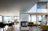 Zu den Neuheiten von Kneer-Südfenster gehören Varianten für Glasfassaden und Festverglasungen in hellen Farben und mit klaren Formen, die Räume weit und luftig wirken lassen. Foto:  Kneer-Südfenster
