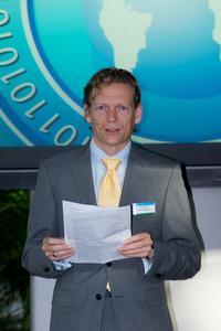 Bestsellerautor Hermann Scherer gab den Teilnehmern im Rahmen der Abendveranstaltung praxisnahe Tipps zum Potenzial der Chancenintelligenz