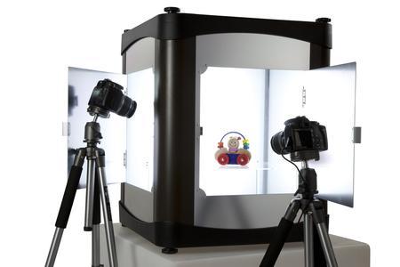 PackshotCreator stellt PackshotCreator X2 vor, eine Weiterentwicklung des ersten All-in-One Fotostudios