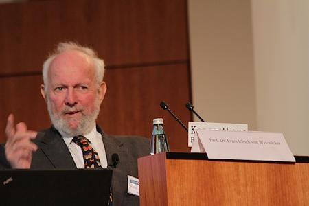 Bleibt kritisch: Prof. Dr. Ernst Ulrich von Weizsäcker (© BIOPRO)
