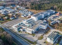 Mit der neuen Photovoltaik-Anlage am Standort Bürmoos verstärkt W&H sein ökologisches Profil / © W&H