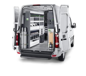 Die bott vario Fahrzeugeinrichtung für das SHK Handwerk mit Schraubstock, Rollenablage, Gasflaschenhalter und Langteileträger.