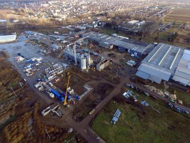 Na sredini slike: pogon snabdevanje energije i proizvodna hala, u pozadini: Vásárosnamény (Izvor slika: Hegedüs Árpád)