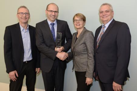 Schaeffler received CDQ Good Practice Award. Norbert Worschech (Schaeffler Group) , Markus Rahm (Schaeffler Group), Prof. Dr. Christine Legner (The Competence Center Corporate Data Quality), Edwin-Rene Dorn (Schaeffler Group)