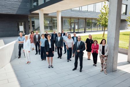 Ulrike Messerschmidt (im Vordergrund links), Kanzlerin der Hochschule Aalen, begrüßte ihre Kolleginnen und Kollegen von den Hochschulen für Angewandte Wissenschaften in Baden-Württemberg zur Sommertagung