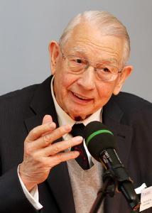 Prof. (em.) Dr.-Ing. Erwin Roeder ( Foto: TUK)