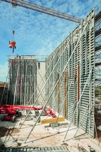 15 m high fair-faced concrete walls constructed in one pour.