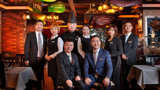 Koch und Management Team des Restaurants St. Louis in Xìan, China