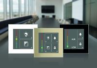 Der LCN-GSA4 Luftqualitätsensor kann zusätzlich als Zwei- oder Vierfachtaster genutzt werden und passt sich, in drei Rahmenfarben erhältlich, jeder Innenraumumgebung an.