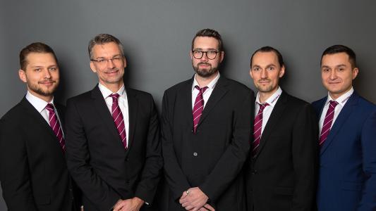 Andere Struktur und ein größeres Team (v.li.): Sören Steffensen, Dirk Gastberg, Andreas Sprenger, Daniel Balzer und Eren Cayci bilden die neue Vertriebsmannschaft von LEANTECHNIK