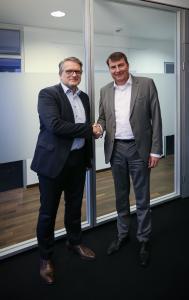 FRIMO und Hennecke gründen strategische Partnerschaft
