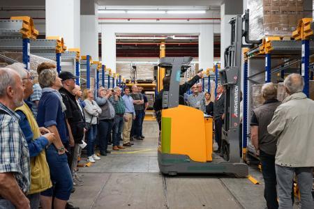 Einblicke in den Unternehmensalltag und moderne Technologien: Besucher des Tags der Logistik 2018 im CLC China Logistic Center in Itzehoe / FOTO: BVL
