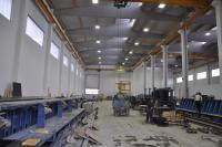 LED Hallenstrahler resistent gegen Staub, Schmutz und Feuchtigkeit bei der Herstellung von Betonfertigteilen