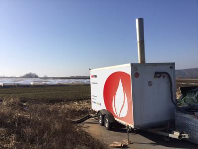 Ende Januar wurde eine mobile Heizzentrale mit 950 kW Leistung an ein bereits in der Erde verlegtes Tichelmann PE-Rohrsystem angeschlossen. (Bildquelle: Hotmobil Deutschland GmbH )