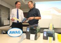 Gut kombiniert: Die AWAG bietet seinen Kunden jetzt ein umfassendes Angebot an Kennzeichnungsleistungen an.