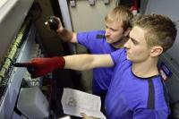 Bei den immer heißer werdenden Sommermonaten ist eine Ausbildung zum Mechatroniker für Kältetechnik eine gute Berufswahl, Foto: Handwerkskammer Region Stuttgart; Infos zu dem Beruf: https://www.azubitv.de/handwerksberufe/elektro-und-metall/mechatroniker-in-fuer-kaeltetechnik