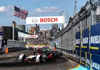 Daniel Abt im Audi e-tron FE05 auf der Rennstrecke in New York / Bildquelle: Audi Communications Motorsport