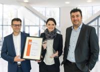 Die drei Geschäftsführer der ConSense GmbH – Dr. Stephan Killich, Dr. Iris Bruns und Dr. Alexander Künzer (v.l.n.r.) – freuen sich über den INNOVATIONSPREIS-IT 2018 für ihr QM-System ConSense COMPACT