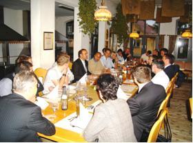 Abends: muntere Diskussion mit Thomas Henkel, IBM