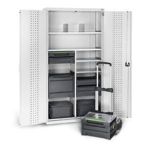 bott cubio Systemschrank mit Aufnahmen für bott varioSort und varioSafe Koffer.