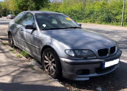Illegal abgestelltes Auto in Gelsenkirchen / Schrottautos:  Millionengrab für Kommunen
