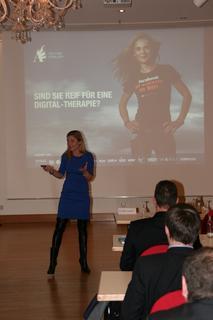 Anitra Eggler therapierte die Teilnehmer des Technologie Forums vom eMail-Wahnsinn