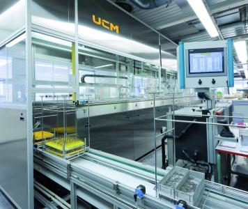 Durch die kundenspezifische Prozess- und Anlagenentwicklung erfüllen die Ultraschall-Reinigungssysteme höchste partikuläre und filmische Sauberkeitsanforderungen stabil und effizient.