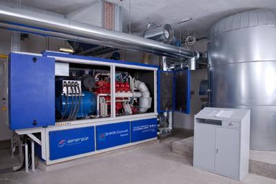 KWK-Anlagen mittlerer Leistung könnten bei geeigneter Förderung durch das neue KWK-Gesetz erheblich an Bedeutung gewinnen. Auf dem Bild ist eine KWK-Anlage mit 250 kW elektrischer Leistung zu sehen, die ein Freizeitbad mit Strom und Wärme versorgt.