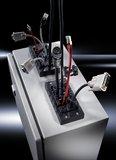 Mit einem neuen Steckerdurchführungssystem macht Rittal die Montage von Kabeln in Gehäusen und Schaltschränken jetzt einfacher, schneller und sicherer
