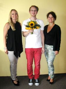 DAA-Standortleiterin Heike Reinshaus und Koordinatorin Katharina Große freuen sich über den 1111. VIONA®-Teilnehmer.