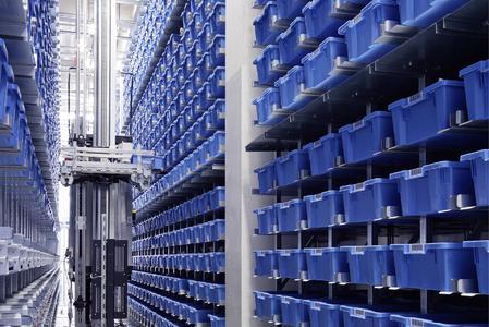 Kleinteilelager mit Regalbediengerät