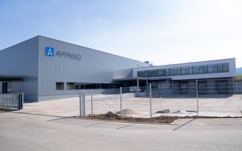 Rund 6,5 Millionen Euro hat AFRISO in den Neubau seines Logistikzentrums am Standort Güglingen investiert. Verbunden damit sind erheblich erweiterte Lagerkapazitäten und die Nutzung modernster digitaler Technik für effiziente Prozesse