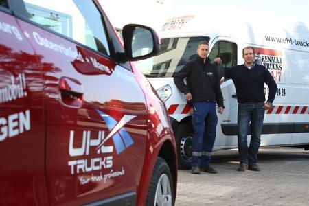 Bild 2: Geschäftsführer Carsten Uhl (r.) und Betriebsleiter des Standortes Pinneberg Dennis Engelmann (l.) versprechen einen Rundum-Service für ihre Kunden.
