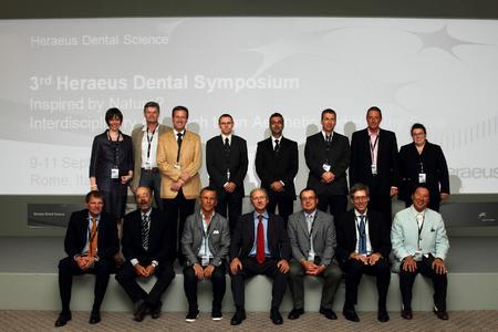 Vorsitzende, Referenten, und Gastgeber des 3. Heraeus Dental Symposium in Rom; obere Reihe: Dr. Marianne Gräfin Schmettow, Dr. Roland Garve, Prof. Claus-Peter Ernst, Dr. Andreas Utterodt, Dr. Sanjay Sethi, Dr. Adrian Kasaj, Dr. Minos Stavridakis, Dr. Janine Schweppe