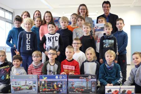 Übergabe der fischertechnik-Kästen an die Südschule Neureut