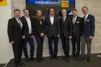V. l. n. r. Ingolf Jakobi (ZVEH-Hauptgeschäfts-führer), Thomas Draxler (Vertriebsleiter Deutschland), Gabi Schermuly-Wunderlich (ArGe Medien im ZVEH), Marten Rau (Geschäftsführer Vertrieb & Produktentwicklung Deutschland), Lothar Hellmann (ZVEH-Präsident), Alexander Neuhäuser (ZVEH-Geschäftsführer), Hans Auracher (ArGe Medien im ZVEH).  Bildquelle: HellermannTyton