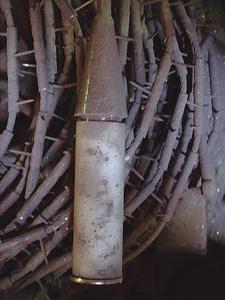 Stab- bzw. Seilelektroden hängen im Konverter zur Aufbereitung von Metallschrott ca. 6 m frei senkrecht herab und schließen mit einem Beschwerungskörper ab