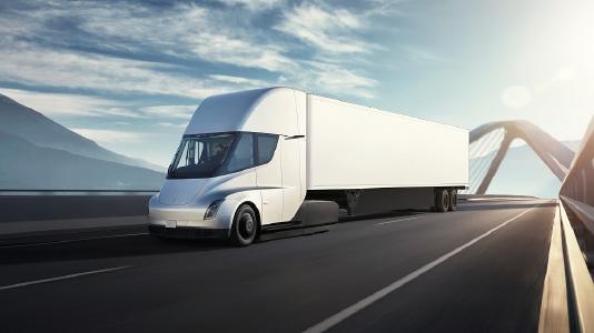Die Reichweite des Tesla Semi beträgt je nach Modell ca. 480 km (300 Meilen) oder 800 km (500 Meilen). Bild: Tesla
