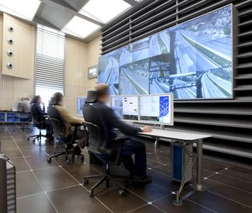 traffic control room with eyevis video wall