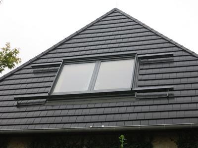 """Eine Wettersteuerung kann bei  LiDEKO """"Premium"""" und """"Classic"""" Dachschiebefenster automatisch """"dichtmachen"""", wenn Wind aufkommt oder Regen einsetzt (Foto: LiDEKO / Amelingmeyer Metallbau, Osnabrück)"""